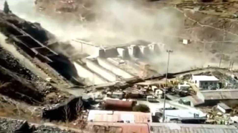 ग्लेशियर टूटने से उत्तराखंड में सैलाब, देखें-तबाही की तस्वीरें