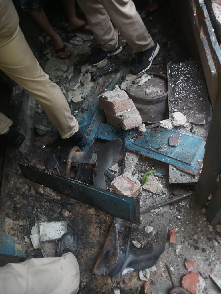 महराजगंज के नगर पंचायत आनंद नगर में गैस सिलेंडर फटा, छः लोग जख्मी